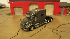 DCP GOLD BROWN VOLVO VNL 740 SEMI TRUCK SLEEPER CAB ONLY 1:64/PC