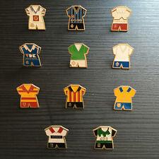 Lot de 42 anciens pins (Tintin, Football; origine Belgique)