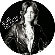 CHAPA/BADGE SUZI QUATRO . pin button glam hard rock runaways joan jett ac/dc