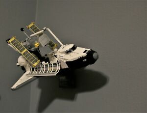 Ultimate Display Solutions wall display for Lego Space Shuttle Discovery 10283