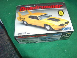 MPC '71 PLYMOUTH ROADRUNNER 1:25  OPEN BOX - Parts may be missing?