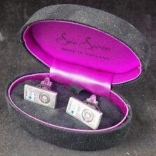 Gemello impostato nel caso da Sonia Spencer, sotto forma di una coppia di iPod