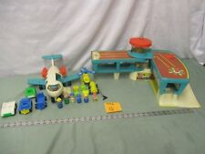 Fisher Price Little People Play Family Airport 996 Q luggage Plane Helicopter