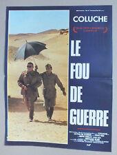 AFFICHETTE 52 X 39 CM DU FILM LE FOU DE GUERRE AVEC COLUCHE - 136