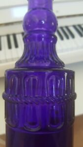 12 INCH PURPLE RAISED CHAINS DESIGN CORKED BOTTLE
