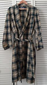 Pendleton Robe M 100% Virgin Wool VTG Pure Woolen Mill Plaid Flannel Made in USA