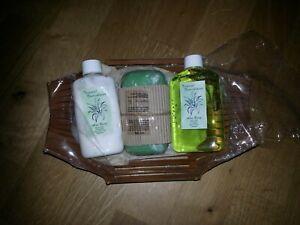Tropical Nourishment Aloe Vera Shower Gel Body Lotion Soap Duschbad Körpercreme