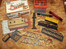 HO Scale Tyco Train Cars Track Road Crossing Bridge Container Loader Factory