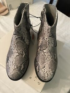 Girls' Graciela Snake Print Western Ankle Boots - Cat & Jack Size 5 Gray