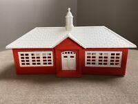 HO PLASTICVILLE BACHMANN SCHOOL HOUSE No 2603-100 Building Kit Snap Fit Train RR
