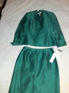 Womens Le Suit Size 12 Green skirt Suit