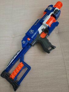 Nerf N-Strike Elite Stockade, Blaster mit Halbautomatik