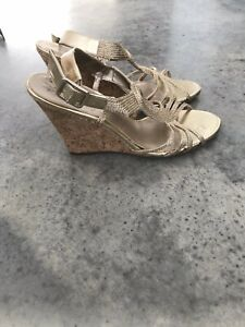 Adrianna Papell Gold Woven Sandals Platforms Cork Wedges Shoes 10M / 10 M