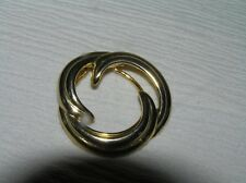 Clip – 1.5 inches in diameter – Vintage Goldtone Ridged Open Swirl Circle Scarf