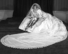1981 Princess of Wales, DIANA Glossy 8x10 Photo Celebrity Wedding Print