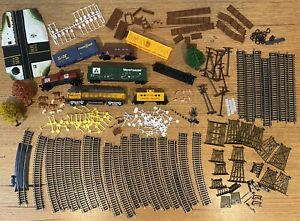 LIFE-LIKE MODEL TRAIN LOT / Tracks, Trains, Animals & Accessories