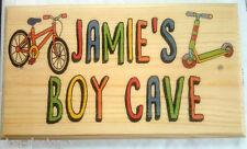 GRANDE Personalizzato Ragazzo delle Caverne Placca/Firmare-Bambini Giocattolo Capannone Bicicletta Bambini da Giardino