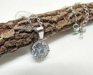 Collana con punto luce in acciaio tondo zircone colore argento catenina ciondolo