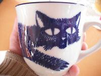 Zwiebelmuster Bohemia Orig. Porzellan Haferl Becher Katze entworfen von M. Oliva