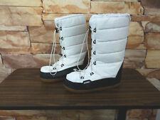Khombu Women's US 9 M White SnowBunny Boots Pre Owned