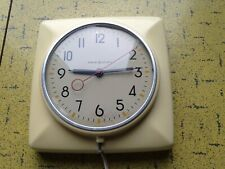 """G.E. 20H2 Canadian 1948-53 Electric Wall Clock Ivory Colour - 5"""" Dial MCM Beauty"""