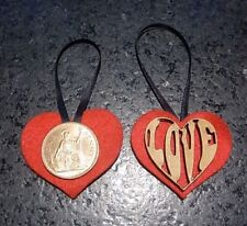 Un ALBERO DI NATALE DECORAZIONE 1967 LUCKY Penny sull'amore cuore regalo di nozze d'oro