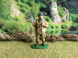 Airfix World war 2 U.S. paratrooper standing with M.G 1.32 painted