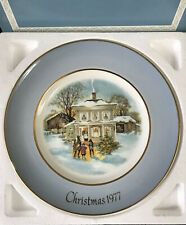 """1977 Avon Christmas Plate """"Carolers In The Snow� By Enoch Wedgwood, England- Box"""