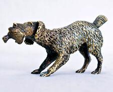 """Antike kleine Bronzefigur: """"Jagdhund mit Beute"""" LBH. 10x2,5x5 cm.   (B4)"""