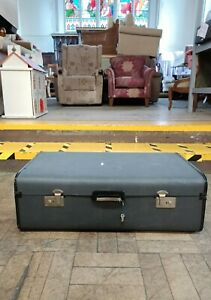 Super cool vintage Suitcase in excellent condition, LARGE ~ Charity Auction 😇