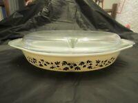 Rare Pyrex Divided Casserole/Baking Dish w/ Lid, Cinderella, Gold Acorn Pattern