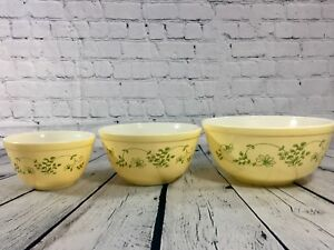 Pyrex SHENANDOAH YELLOW WITH GREEN FLOWERS 3 PC ROUND MIXING BOWL SET