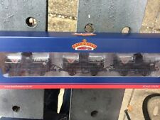Bachmann 37-671 OO Gauge Set of 14T Tank Wagons FINA (Weathered)
