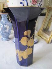 Zeitgenössische Porzellan-Vasen, - Töpfe & -Dosen mit Floral
