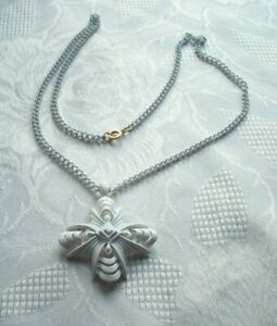 WHITE CHAIN NECKLACE & PENDANT