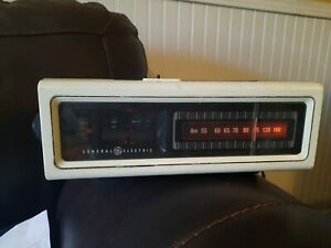Vintage 7-4205 GE General Electric AM  Alarm Flip Clock Radio
