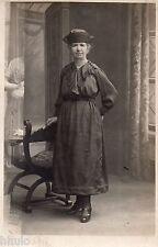 BM159 Carte Photo vintage card RPPC Femme mode fashion unusual arrière plan