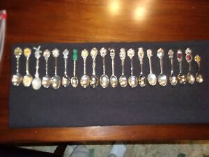 Vintage lot of 20 Foreign Country souvenir collector spoons