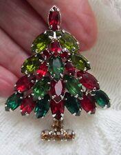 VINTAGE NAPIER RHINESTONES 1 7/8 x 1 5/8.CHRISTMAS TREE RED GREEN BROOCH PIN