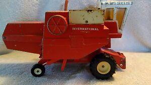 1971 Ertl 1:20 scale International Hydrostatic 915 Combine Stock no #400