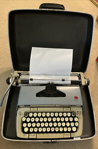 SMITH CORONA SCM CLASSIC 12 VINTAGE TYPEWRITER IN CASE WORKING GOOD CONDITION
