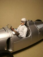 CMC 1/18  FIGURE  BERND  ROSEMEYER  DRIVING  AUTO UNION  VROOM  PAINTED  CMC