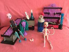 Monster High Create A Monster Colour Me Creepy Design Chamber + Cat & Doll