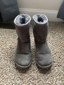 Ugg Australia Womens Classic Short Closed Toe Mid-Calf Fashion, Grey, Size 6.0