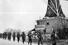 New 5x7 World War II Photo: Canadian Infantry of the Regiment de Maisonneuve