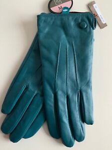 Ladies Leather  Gloves. Medium. New