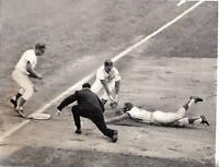 1965 Baseball Original Wire Photo Chicago Cubs Don Kessinger, Ron Santo, Wrigley