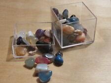 doosje met kleine gepolijste edelstenen(100Kt)