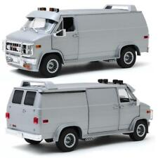 GREENLIGHT 13568 1983 GMC VANDURA - SILVER METALLIC DIECAST MODEL VAN 1:18