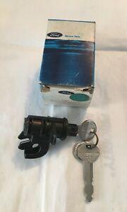 NOS OEM 1972-1973-1974-1976 Lincoln MK IV Glovebox Compartment Lockset with Keys